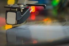 演奏音乐唱片的转盘 免版税图库摄影