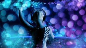演奏音乐- 3D的年轻白肤金发的妇女dj翻译 图库摄影