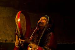 演奏鼓的埃及艺术家 图库摄影
