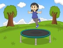 演奏绷床的小女孩在公园动画片 免版税库存图片