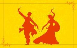 演奏Garba的夫妇 免版税库存照片
