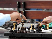 演奏ina apublic公园的棋在巴厘岛 免版税库存照片