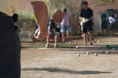 演奏petanque的老人 图库摄影
