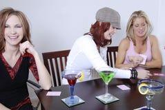 演奏po妇女wth的鸡尾酒 免版税库存照片
