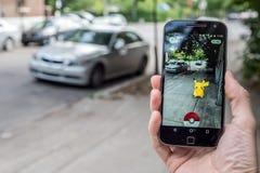 演奏Pokemon的一个人的特写镜头是 库存照片
