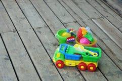 演奏s沙子玩具的孩子 库存照片