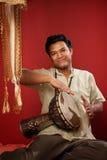 演奏tabla的印第安人 免版税库存照片