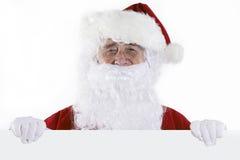演播室拿着白色卡片的空白的片断被射击圣诞老人 免版税库存图片