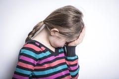 演播室的被注重的哀伤的女孩 库存图片