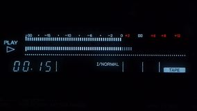 演播室音响器材-音频球员-测量演播室声音 股票视频