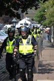 演示警察抗议者 免版税库存图片