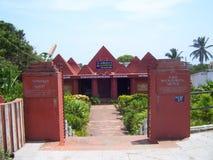 漫步的修士的科摩林角,泰米尔纳德邦,印度- 2008 10月7日,褐色红颜色小屋形状纪念碑 图库摄影