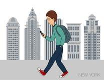 漫步穿过有一个手机的城市的年轻人 库存例证