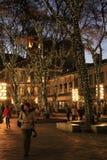 漫步通过Faneuil Halll的人俏丽的场面在晚上,波士顿, 2014年12月 库存图片