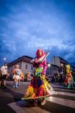 潘切沃-塞尔维亚06 17 2017年 在有图片的礼服打扮的女孩 免版税库存图片
