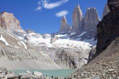 潘恩和盐水湖托里斯del潘恩国家公园的,智利巴塔哥尼亚,智利塔  库存图片