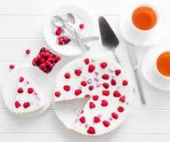 潘纳在一张木桌上的陶砖莓 免版税图库摄影