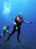 潜水员女性表面化 库存照片