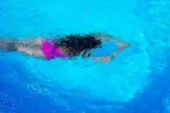 潜水在游泳场顶视图 库存图片