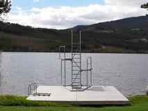潜水的塔等待一个热的夏天 免版税库存照片