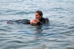 潜水的抢救 库存照片