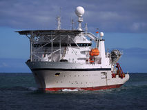 潜水的近海船 图库摄影