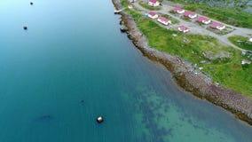 潜水的Dalniye Zelentsy的驻地在巴伦支海鸟瞰图 股票视频