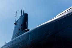 潜水艇在反对蓝天的干船坞 免版税图库摄影