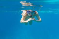 潜航在安达曼海的妇女 免版税库存照片