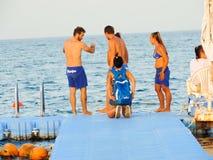 潜航在红色海Sharm Elshiekh -埃及的人 免版税库存图片