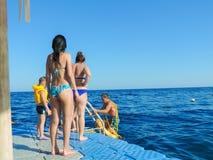 潜航的人 免版税库存图片