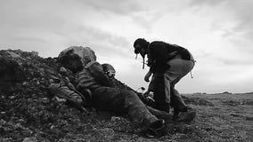 潜随猎物者流浪者通过之后启示沙漠漫步并且发现突变体的尸体 开始搜寻他拿走的valuabl 股票视频