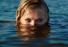 潜水员女孩 免版税图库摄影