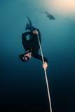 潜水员释放 库存图片