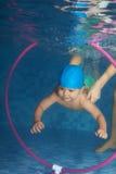 潜水小孩 免版税库存照片