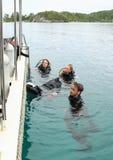 潜水者在水中 免版税库存照片