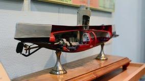 潜水艇切掉的小型模型在舰队博物馆大厅里  详细资料 展览 股票录像