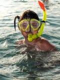 潜水面具关闭的女孩 免版税库存照片
