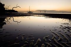 潮汐平面的风船的日落 库存图片