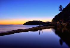 潮汐澳洲海滩男子气概的池 库存图片