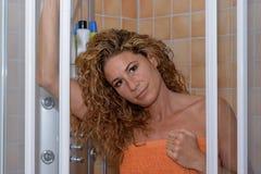 洗澡的华美的少妇 库存照片