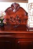 澳大利亚古董弯曲了桃花心木洛可可式的复兴Shiffonier大约1850在内部 库存图片
