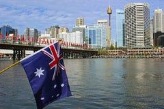 澳大利亚旗子和达令港在澳大利亚天,悉尼 免版税库存照片