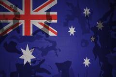 澳大利亚的旗子卡其色的纹理的 装甲攻击机体关闭概念标志绿色m4a1军用步枪s射击了数据条工作室作战u 库存照片