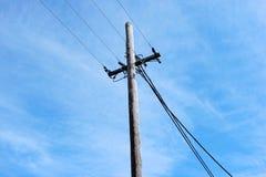 澳大利亚郊区输电线 库存图片