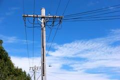 澳大利亚郊区输电线 免版税库存图片