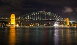 澳大利亚,悉尼,港口桥梁在晚上,新南威尔斯 免版税图库摄影
