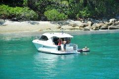 澳大利亚-海上的游艇的都市风景 免版税库存照片