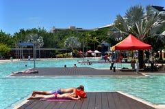 澳大利亚-游泳池的都市风景 免版税库存照片
