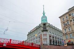 澳大利亚Pont胭脂商店类豪华-用英语在红色桥梁附近 免版税库存照片